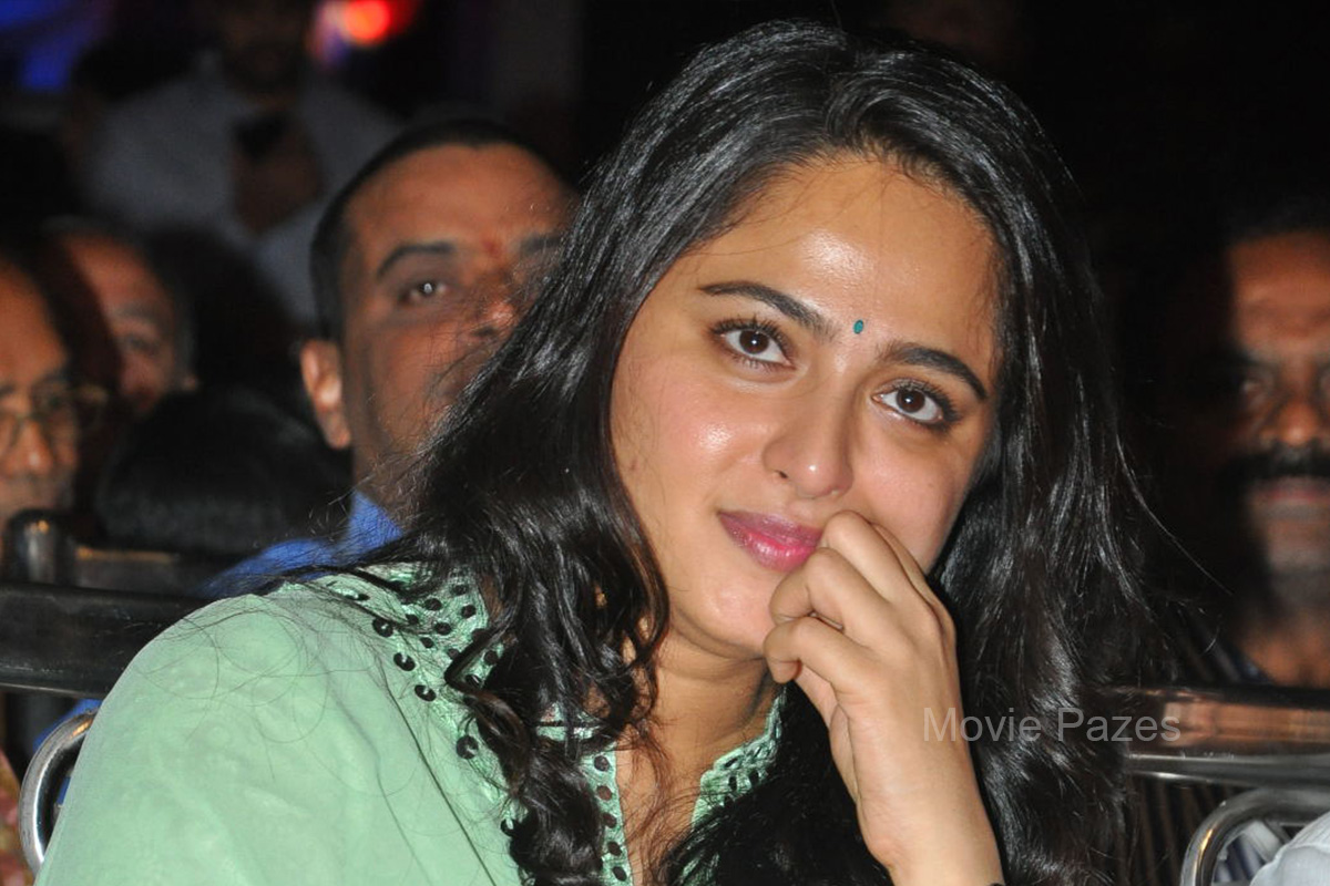 anushka-shetty-at-show-time-audio-launch