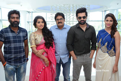 Vunnadi Okkate Zindagi Team Thank you Meet Stills