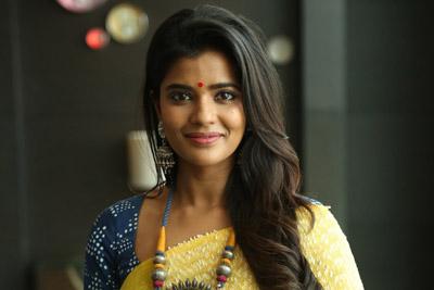 aishwarya-rajesj-at-vijay-deverakonda-new-movie-opening