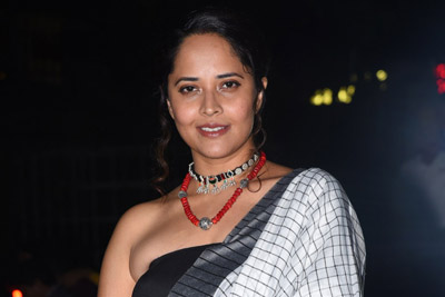 anasuya-at-meeku-mathrame-cheptha-movie-pre-release-event