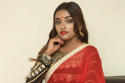ashi-roy-at-ks-100-movie-pre-release-event