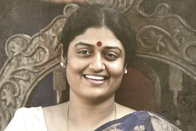 ashitra-vemuganti-as-vijayamma-in-yatra