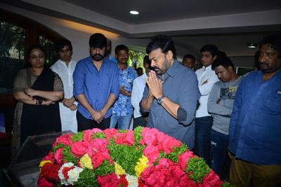 celebrities-pay-homage-to-srikanth-father