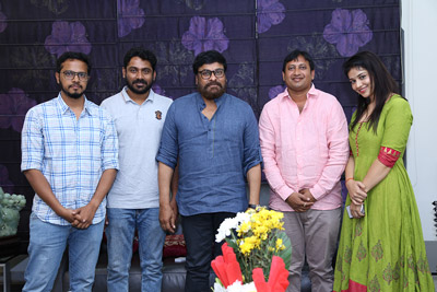 chiranjeevi-appreciated-taxiwala-team