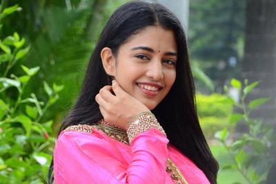 daksha-nagarkar-at-husharu-movie-team-pressmeet