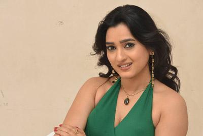 hasina-at-prashnistha-movie-1st-look-launch-event