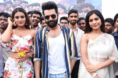 ismart-shankar-team-in-promotions