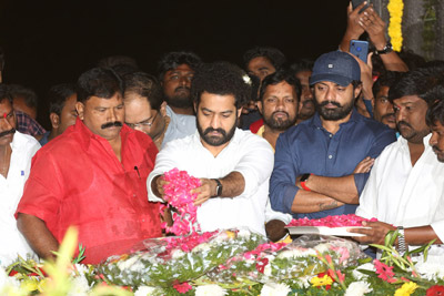 jr-ntr-and-kalyan-ram-at-ntr-ghat-2020