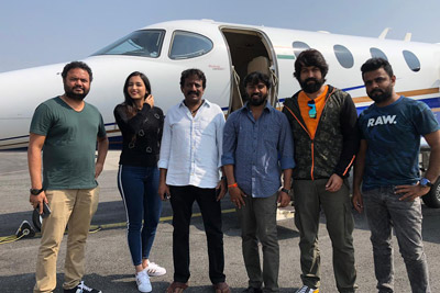 kgf-team-at-tirupathi-airport