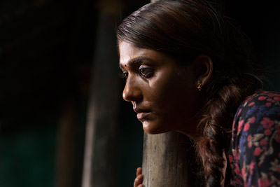 latest-nayanthara-stills-from-the-movie-airaa