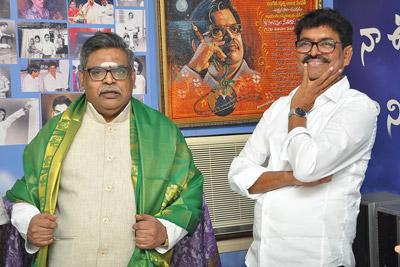 maa-president-shivaji-raja-congratulated-sirivennela-seetharamasastri