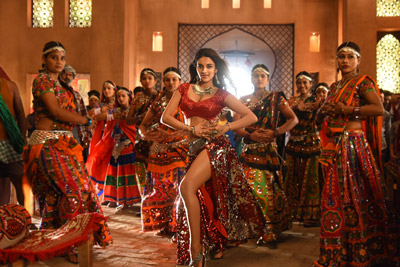 nidhhi-aggarwal-stills-from-song-in-ismart-shankar