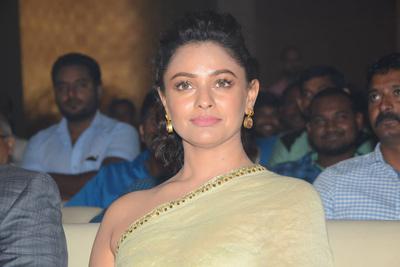pooja-kumar-stills-at-vishwaroopam-2-pre-release