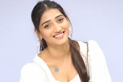 priya-vadlamani-at-college-kumar-movie-teaser-launch