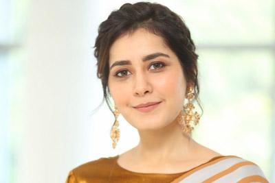 Raashi Khanna at Prati Roju Pandage Movie Thanks Meet Event