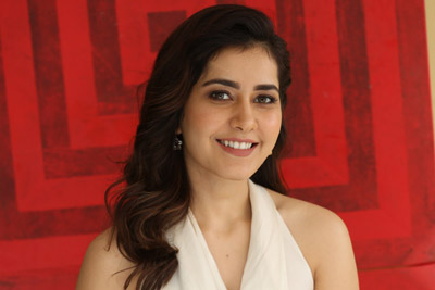 Raashi Khanna Stills At Interview About World Famous Lover