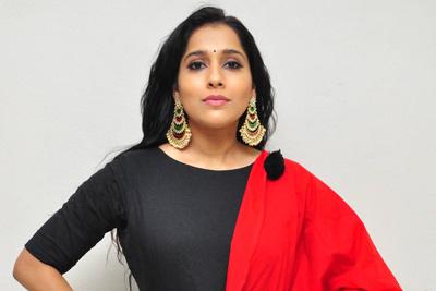 rashmi-gautam-stills-at-anthaku-minchi-trailer-launch