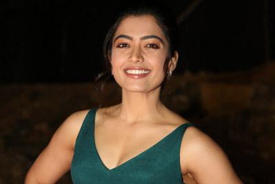 rashmika-mandanna-at-bheeshma-movie-pre-release-event
