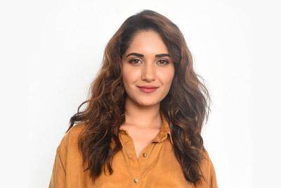 ruhani-sharma-at-hit-movie-team-pressmeet-event