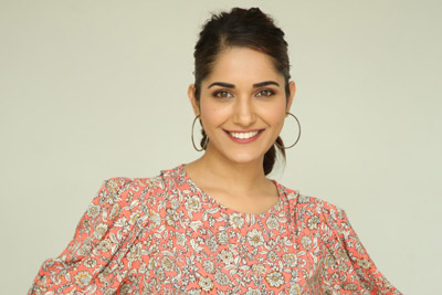 ruhani-sharma-at-hit-movie-trailer-launch-event