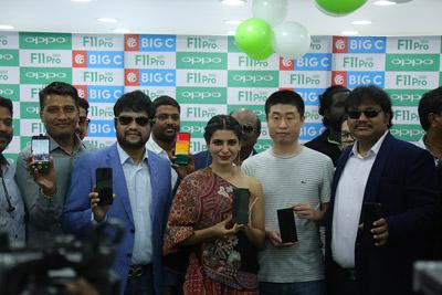 samantha-akkineni-at-a-phone-launch-event