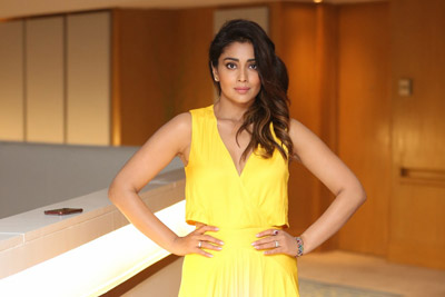 shriya-saran-at-siima-awards-curtain-raising-event-stills