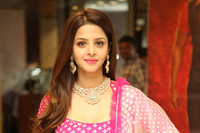 vedhika-at-kanchana-3-movie-team-successmeet-event