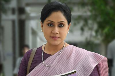 vijayashanti-stills-from-sarileru-neekevvaru
