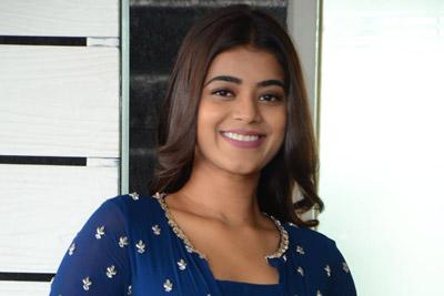 Yamini Bhasker Interview About Bhale Manchi Chowka Beram