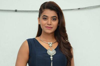 yamini-bhaskar-stills-at-narthana-shala-teaser-launch