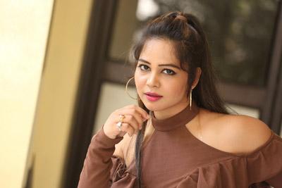 zaara-khan-at-ranastalam-movie-audio-launch