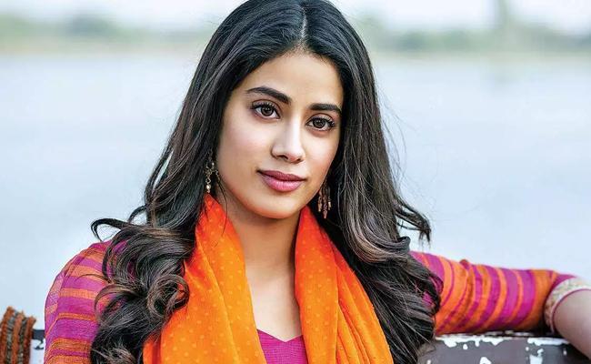 bollywood-actress-in-talks-to-pair-vijay-devarakonda