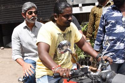 jagapathi-babu-going-on-bike-with-nandamuri-hari-krishna