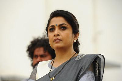 ramya-krishna-stills-from-shailaja-reddy-alludu