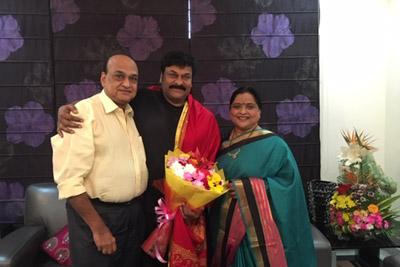 Roja Ramani And Chakrapani Met Chiranjeevi About Syeraa